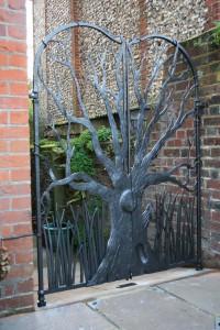 kenny-sculptural-garden-gate-guildford
