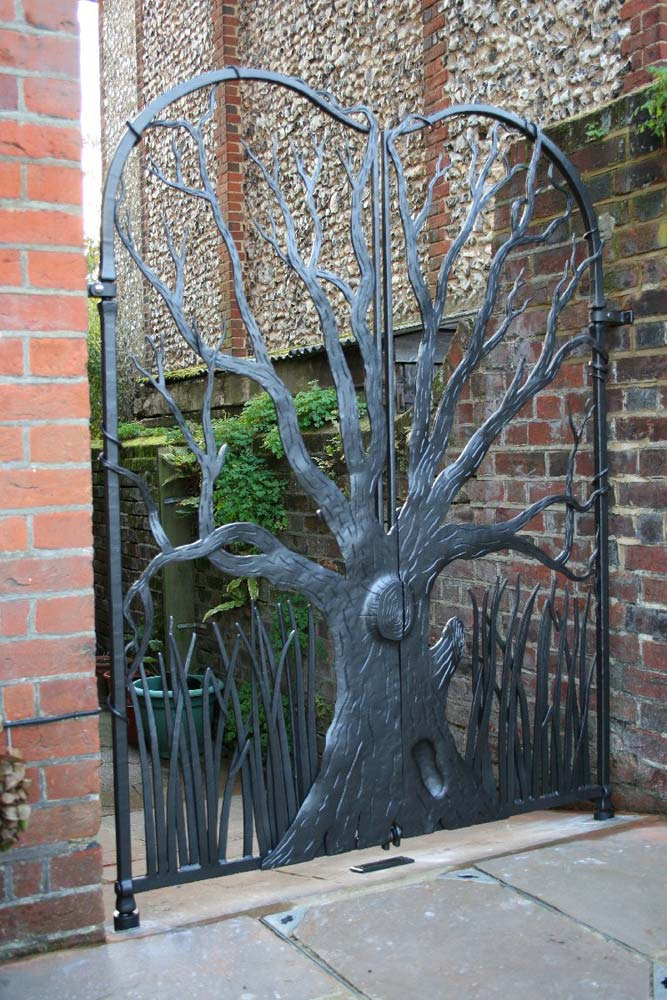 kenny-sculptural-garden-gate-guildford