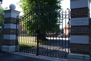 lostiford-house-gates-wonersh-surrey
