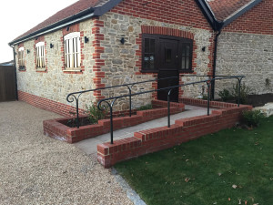 easing-farm-balustrade